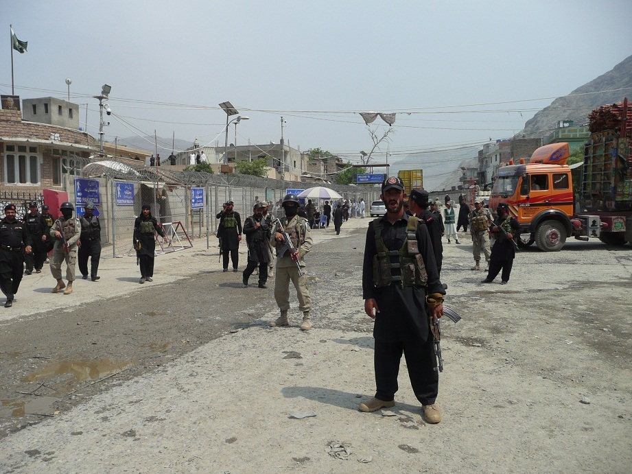 Torkham border closed after tension rises over fencing. Photo by Mehrab Afridi