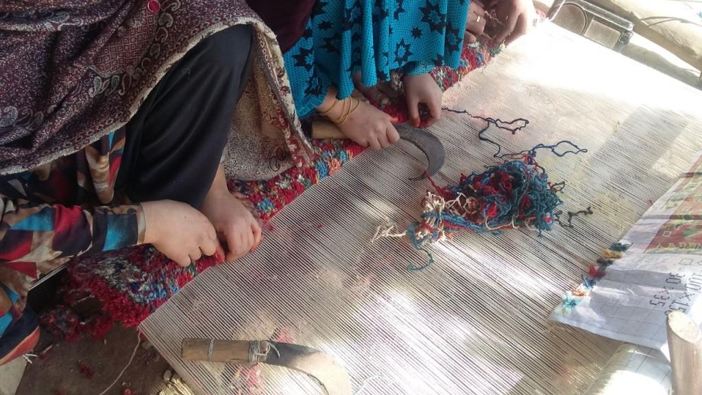 Afghan women prepares precious rugs in refugee camp