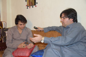 TNN reporter interviewing Naina, a transgender in Peshawar city.