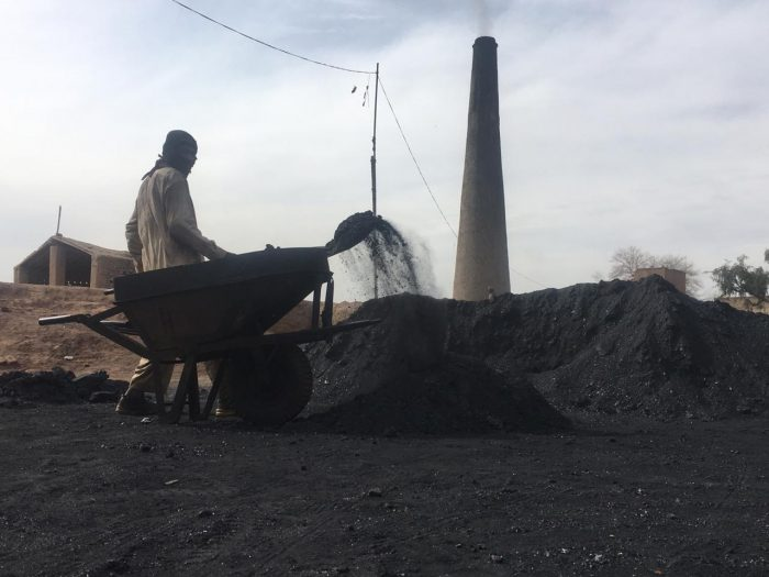 kiln's owners use low-quality coal which results in the emission of toxic fumes.,