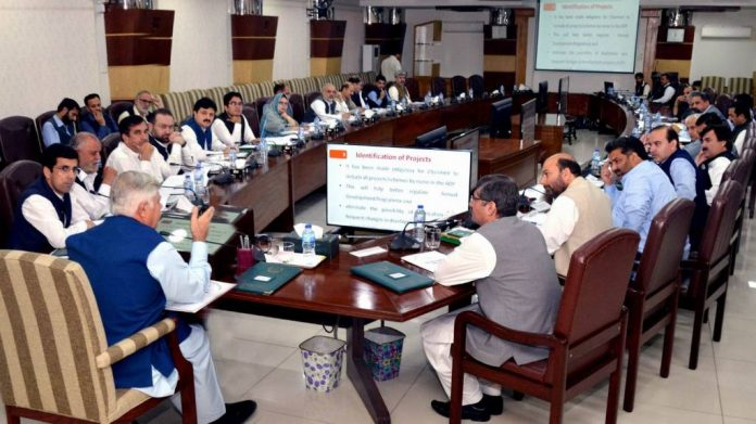 KP govt grants status of ministers to four advisers, special assistants