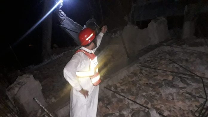 roof collapse leaves 1 dead, 2 injured in Peshawar