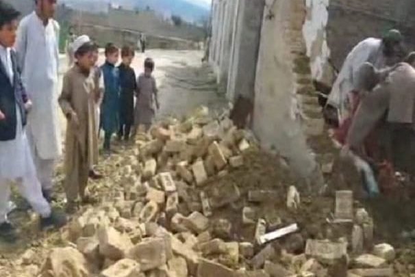 roof collapse leaves three killed in Hangu