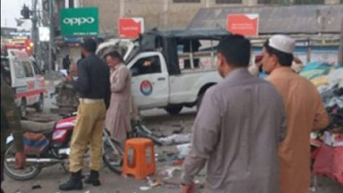 5 dead and 34 injured in bomb attack at police van in Quetta