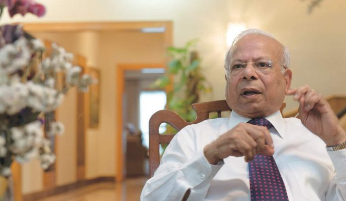 Govt to provide all facilities to KP business community: PM Aide Ishrat Hussain