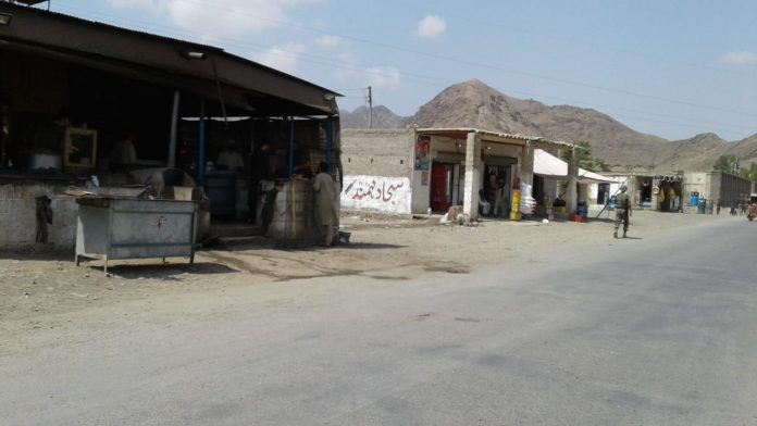 Businesses are established on the Gursal border that connects Mohmand district with Nangarhar province. Photo by Hameed