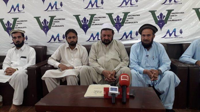 Teachers protest arrest of three colleagues in N. Waziristan