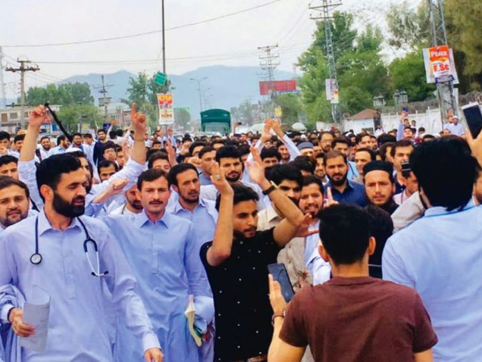 Doctor's strike: 300,000 patients suffer, 5,000 surgeries were affected