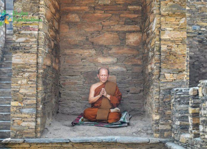 Thailand chief monk visits Peshawar museum, Takht Bhai